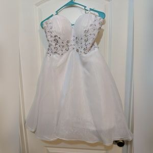 Dresses & Skirts - Beautiful white short wedding dress